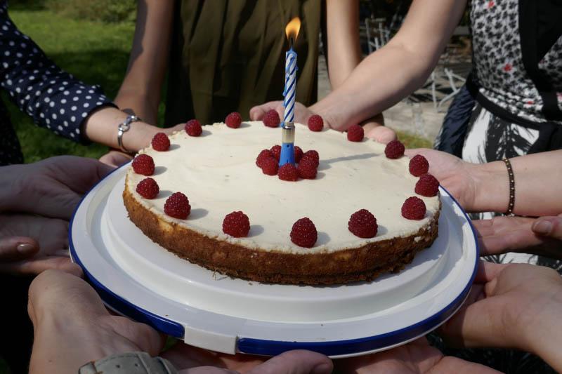 Kuchen mit einer Kerze